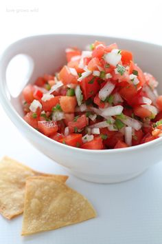 Pico de Gallo - Love Grows Wild - - Fresh, easy, and healthy too! This Pico de Gallo recipe is perfect for snacking or as a side with your favorite Mexican dishes! Clean Eating Recipes, Healthy Eating, Cooking Recipes, Healthy Recipes, Cooking Rice, Ww Recipes, Free Recipes, Healthy Snacks, Recipies