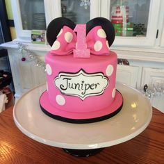 Minnie Mouse Bow and Ears Birthday Cake #peridotsweets