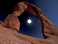 Reach for the moon. World filled with wonders.the Delicate Arch, Moab, Utah in Arches National Park. Utah Usa, Moab Utah, Sedona Arizona, Nationalparks Usa, Delicate Arch, Shoot The Moon, Us Road Trip, Us National Parks, Plan Your Trip