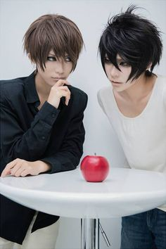 Light and L - Cosplay - Death Note Cosplay Anime, L Cosplay, Cosplay Outfits, Best Cosplay, Cosplay Costumes, Cosplay Ideas, Death Note Cosplay, Manga Anime, Anime Art