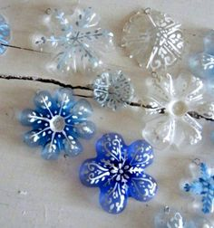 Snowflake christmas ornaments from  plastic bottles // Hópehely formájú karácsonyfadíszek műanyag (PET) palackokból // Mindy - craft & DIY tutorial collection