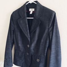 """Blazer by Ann Taylor🎉Hp by @prettyimproved.🎉 HP by @prettyimproved. 🎉❤️Stop by at her closet, she has amazing items❤️.                              Thin shoulder pad preloved excellent condition. Shell is made of spandex, polyester, cotton and viscose with the lining 100% polyester. Sleeves 23"""", shoulder to bottom 21"""", across back shoulder 15.5"""", armpit across laying flat 18"""". 💕🐼💕🐼. Size tag is 6P.                         Disclosure: Right front inner side has white spot Ann Taylor…"""