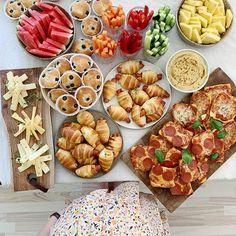 Breakfast Presentation, Comida Picnic, Food Snapchat, Aesthetic Food, Creative Food, Serving Dishes, Picnics, Tapas, Ale