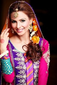 Lahorian(Pakistani) Bride! Mehandi Ceremony. This is too beautiful! Check out more desings at: http://www.mehndiequalshenna.com/