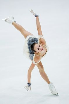 Alina Zagitova of Russia competes in the Ladies Short Program during day one of the ISU Grand Prix of Figure Skating at the Helsinki Arena on November 2018 in Helsinki, Finland. Get premium, high resolution news photos at Getty Images Girls Skate, Cool Winter, Alina Zagitova, Ice Skaters, Ice Dance, Figure Skating Dresses, Watercolor Fashion, Sports Figures, Figure Skating