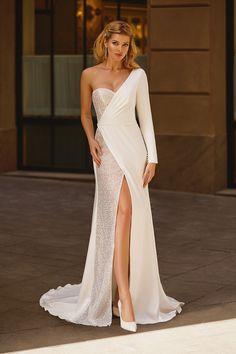 Stunning Wedding Dresses, Beautiful Gowns, Elegant Dresses, Couture Wedding Dresses, Civil Wedding Dresses, Mode Blake Lively, Gala Dresses, Evening Gowns, Elegant Evening Dresses