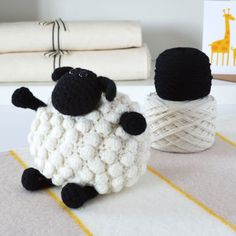 With this pattern by Warm Pixie DIY you will lear how to knit a Lujo Bobble ovejas Amigurumi Crochet Kit step by step. It is an easy tutorial about amigurumi to knit with crochet or tricot. Crochet Diy, Crochet Amigurumi, Modern Crochet, Learn To Crochet, Crochet Gifts, Crochet Hooks, Knitting Kits, Knitting Patterns, Crochet Patterns