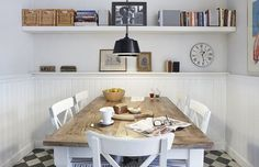 An attractive Scandinavian house Kitchen Dining, Dining Room, Estilo Country, Mountain Cottage, Shabby Chic, House 2, Farm House, Scandinavian Home, Cottage Homes