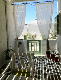 Amazing apartment for 6 people, 2 separate bedrooms, 2 bathrooms and a great yard right next to the windsurfing beach of Saint George! See you in Naxos...!
