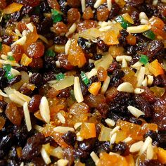 fruitmince of real candied fruits - something totally different than the stuff made of dried fruits and something that looks like fruits. Christmas Lunch, Christmas Pudding, Christmas Cooking, Christmas Goodies, Mincemeat Pie, Figgy Pudding, Baked Doughnuts, Mince Meat, New Fruit