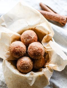 Cinnamon Vanilla Breakfast Protein Bites! Learn how to make gluten free protein bites in this step by step video! Easy, healthy, vegan friendly!