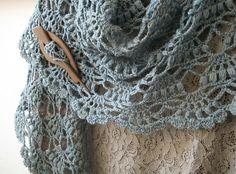 crochetingclub: Lion Brand's Elegant Shawl. Tutorial ~ Teresa Restegui http://www.pinterest.com/teretegui/