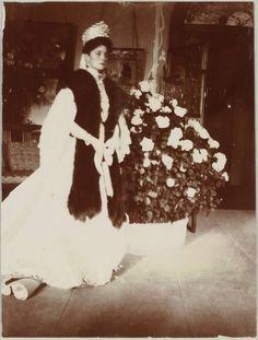 35581cd28ccfc0a4700cc0da2d61cb1c--alexandra-feodorovna-royal-families.jpg (582×768)