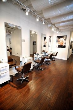 Such a simple design with a glass stations http://stand.sh/sierravine and chocolate styling chairs http://stand.sh/veronicachocolate #salon #salondecor #hairsalon #salonequipment #barber #barbershop #inspiration #design