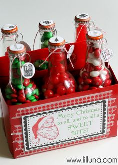 Christmas Pop Bottle Set. Cute gift idea. Free printables at { lilluna.com }