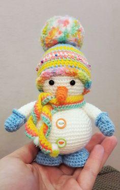Patrón de amigurumi de muñeco de nieve de ganchillo