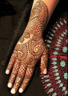 Latest new easy and simple Arabic Mehndi Designs for full hands for beginners, for legs and bridals. Stunning Arabic Mehndi Designs Images for inspiration. Mehandi Designs, Simple Arabic Mehndi Designs, Mehndi Design Pictures, Henna Designs Easy, Beautiful Henna Designs, Bridal Mehndi Designs, Henna Tattoo Designs, Bridal Henna, Mehndi Images
