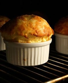 An easy cheese soufflé recipe. Clara Oswald liked and baked soufflés. Souffle Recipes Easy, Egg Recipes, Cheese Recipes, Snack Recipes, Cooking Recipes, Cheese Souffle, Egg Souffle, Breakfast Souffle, Tapas
