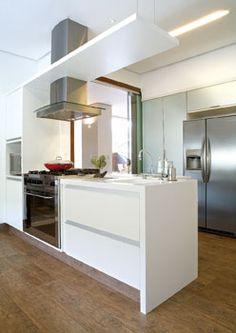 Cozinha com piso de madeira Portobello Ecowood