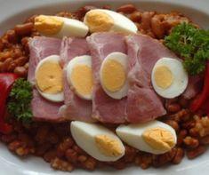 Sertéshúsos ételek a Mindmegette recepttárban Cobb Salad, Sausage, Menu, Food, Red Peppers, Menu Board Design, Sausages, Essen, Meals