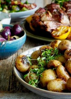 Grillet lammelår meny Lamb Recipes, Tex Mex, Pretzel Bites, Sprouts, Food And Drink, Pizza, Chips, Bread, Snacks