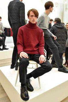 See all the Collection photos from John Smedley Autumn/Winter 2016 Menswear now on British Vogue Fall Winter, Autumn, Knitwear, Men Sweater, Men Casual, Vogue, Turtle Neck, Mens Fashion, Fashion Trends