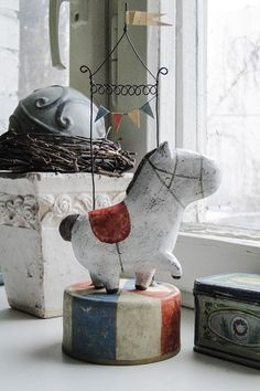 Caballito …loving the shape! Paper Mache Projects, Paper Mache Clay, Paper Mache Sculpture, Paper Mache Crafts, Paper Toy, Paper Dolls, Art Dolls, Diy And Crafts, Arts And Crafts