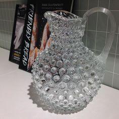 För svalkande saft eller underbara blommor :) Äntligen finns pitcher Linné i klarglas åter i butik! 849kr. #roombutiken #favoritpåroom