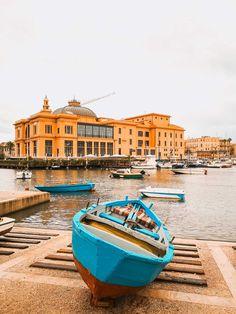 BARI - idealny przewodnik po stolicy Apulii. Wypróbuj go Bari, Palazzo, Italy, Theater, Italia, Palace