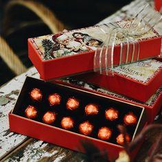 Tem chocolate ou doce mais clássico que o bombom de cereja ao licor? 🍒🍫✨ O nosso fará você repetir muitas vezes... Presenteie Cia. Mineira de Chocolates neste Natal! ⏰ E atenção aos nossos horários especiais de funcionamento: durante toda a semana (segunda a sexta) estaremos abertos das 10h às 23h! #NatalCiaMineiradeChocolates #PresenteieChocolate #Natal #Christmas #Xmas #Chocolate