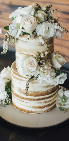 Real Wedding Frances and Chris Rustic Wedding | Real Weddings | Guides for Brides by thewhitetree #wedding #cake #weddingcake #guidesforbrides