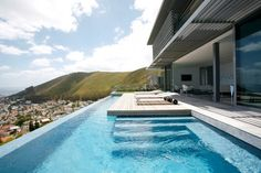 piscina - Exterior aspect of the Head 1815 House in Cape Town, South Africa by SAOTA Swiming Pool, Cool Swimming Pools, Swimming Pool Designs, Lap Pools, Indoor Pools, Backyard Pools, World's Most Beautiful, Beautiful Homes, Moderne Pools