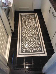 Foyer Flooring, Vinyl Flooring Kitchen, Floor Design, Tile Design, Cement Tiles Bathroom, Tiled Hallway, Wooden Pallet Projects, Stenciled Floor, Feature Tiles