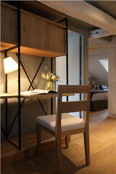 Une suite au New Hotel Roblin à Paris Style Parisienne, Paris Hotels, Location, Divider, Table, Room, Furniture, Home Decor, Luxury Hotel Rooms