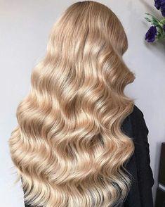 Beauty Hair Hair goals Blonde hair Long hair Curls Curly hair Classy look Haar Blond haar Lang haar Krullen Gekruld haar Inspiration More on Fashionchick Curls For Long Hair, Wavy Hair, Her Hair, Long Curly Blonde Hair, Curled Hairstyles, Pretty Hairstyles, Blonde Hair Goals, Golden Blonde Hair, Gold Blonde