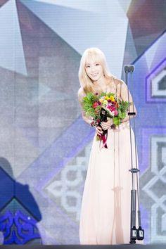 """( ˘ ³˘)♥~➌➒さんはTwitterを使っています: """"150910 Seoul Drama Awards DC SY GALL ① http://t.co/QgXELmkCIK http://t.co/0X4v386WCC http://t.co/ZG0mGvZXBf #Taeyeon http://t.co/OPo0RZfwUI"""""""