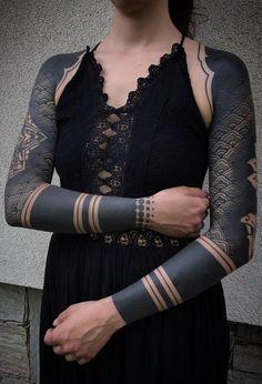 Arm Band Tattoo For Women, Black Band Tattoo, All Black Tattoos, Solid Black Tattoo, Cuff Tattoo, Leg Sleeve Tattoo, Arm Tattoo, Traditional Tattoo Black And Grey, Traditional Hand Tattoo