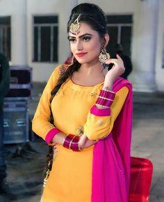 Punjabi Fashion, Hijab Fashion, Latest Punjabi Suits, Panjabi Suit, Wedding Hijab Styles, Love Couple Photo, Kurti Styles, Punjabi Girls, Teenage Girl Photography