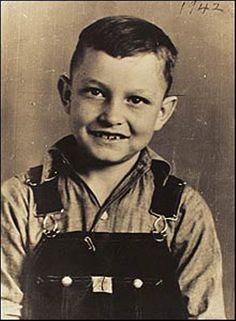 "A young Johnny Cash in overalls. He was born on February 26, 1932.     Watch him perform ""Walk the Line"" on the Tex Ritter show when he was just 23 years old. http://www.youtube.com/watch?v=wEV58ztuihs"