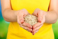 Chia, amarante, teff... Certaines graines encore peu connues ou longtemps oubliées disposent d'excellentes vertus nutritives. En voici sept, disponibles dans les magasins ou rayons bio, à (re)découvrir en vitesse ! Nutrition, Coconut Flakes, Bio, Voici, Chopped Salads, Herbal Teas, Kitchens, Gluten Free Cereal, Chia Seeds