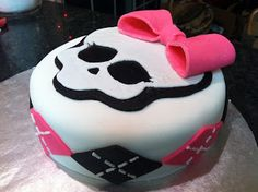 """The Iced Queen: """"Monster High"""" Cake: A Learning Experience"""