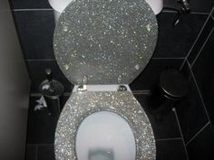 This has a name that starts with glitter and ends with something that goes in the toilet. Rather not say hahahahaha. A glitter toilet! Glitter Toilet Seat, Wc Sitz, Home And Deco, My New Room, My Dream Home, My House, Future House, Grant House, House Inside