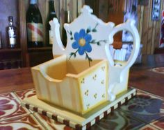 Portaazucar y te individual Tea Box, Painted Boxes, Boxing, Decoupage, Toddler Bed, Workshop, Woodworking, Diy Crafts, Projects