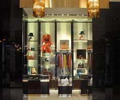 Gucci Milan - Via Montenapoleone Milano Giorno e Notte - We Love You! http://www.milanogiornoenotte.com