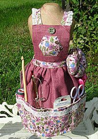 Dress a mannequin. (I LOVE the apron with all the sewing supplies/notions. Fabric Crafts, Sewing Crafts, Sewing Projects, Sewing Ideas, Diy Crafts, Sewing Aprons, Sewing Caddy, Adult Bibs, Cute Aprons