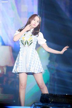 Bubblegum Pop, Kpop Girl Groups, Kpop Girls, Sinb Gfriend, Kpop Hair, G Friend, Female, Skirts, Beauty