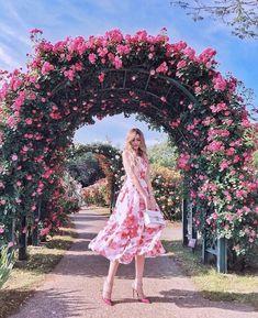 by SamanthaSerena xoxo @ princesse-vintage-rosé romantique. Cute Photography, Portrait Photography, Travel Photography, Lattice Patio, Pergola, Paris Chic, Jolie Photo, How To Pose, Look Fashion