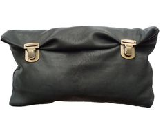 Trendy Handbags and Purses : Picture Description . Leather Gifts, Leather Bag, My Bags, Purses And Bags, Trendy Handbags, Altering Clothes, Tote Backpack, Leather Accessories, Clutch Purse