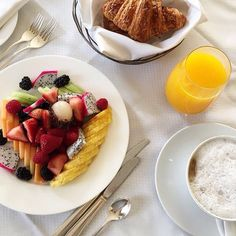 "Knock knock. ""Room service!"" Thank you @excessoriesexpert for sharing your @BeverlyWilshire breakfast with us. Tag your Four Seasons breakfast with #wakeupwithFS and we'll reblog our favourite again next week."