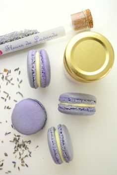 Macarons à la lavande et au miel Lavander, Lavender Blue, Lilac, Purple, Ganache Macaron, Macaron Recipe, Simply Beautiful, Beautiful World, Mini Desserts